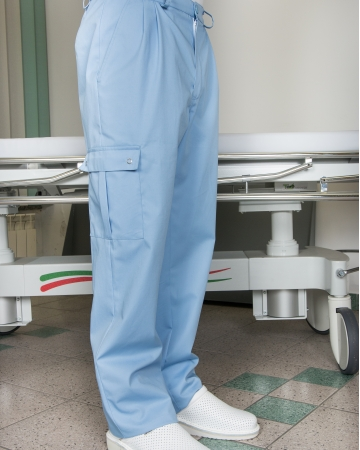 Različni modeli moških hlač art. 923
